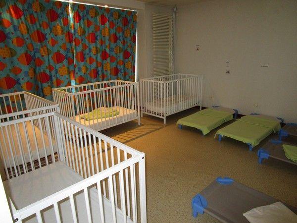 la farandole des p 39 tites mains dortoir 1 centerblog. Black Bedroom Furniture Sets. Home Design Ideas